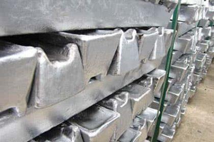 Alüminyum külçe, sanayide, uçak ve uzay araçlarında, mutfak eşyalarında, motorlu taşıtlarda, mobilyacılıkta, sağlık sektöründe, kullanılır.
